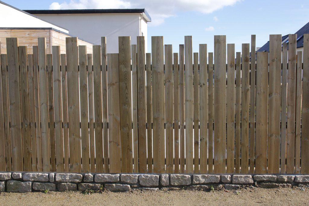 clôture-bois-en-lames-de-pin-2-1024x683