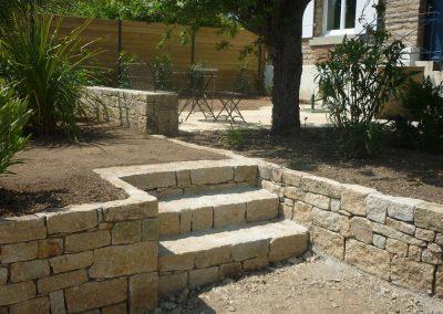 escalier-et-muret-en-pierre-400x284