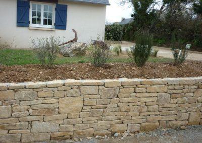 mur-denceinte-en-pierre-de-Ploudalmezeau-400x284