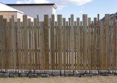 clôture-bois-en-lames-de-pin-2-400x284