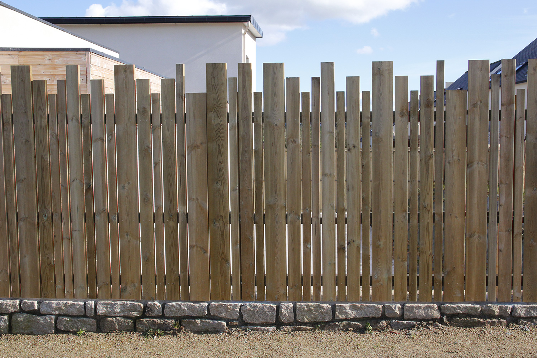 clôture-bois-en-lames-de-pin-2